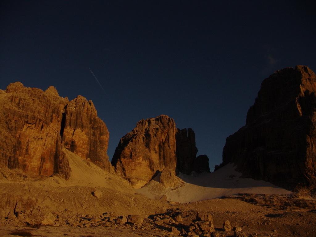 ľadovec_Sfulmini_a_vpravo_Torre_di_Brenta